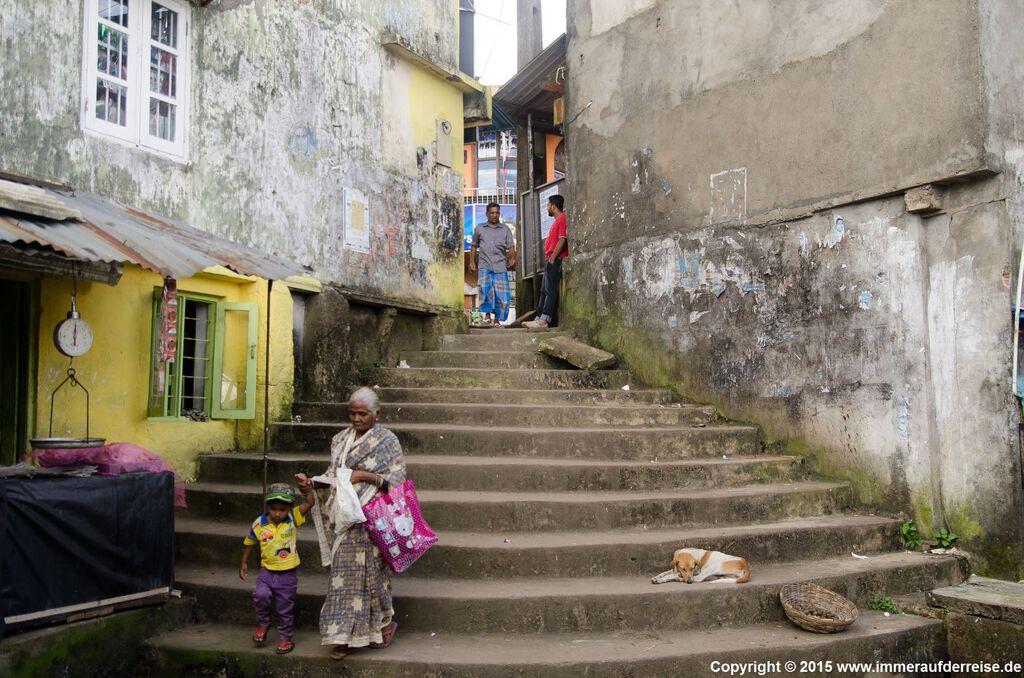 Straße in Haputale in Sri Lanka