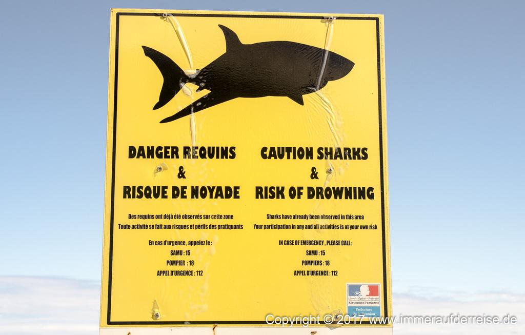 Schild Achtung Haie La Réunion - www.immeraufderreise.de