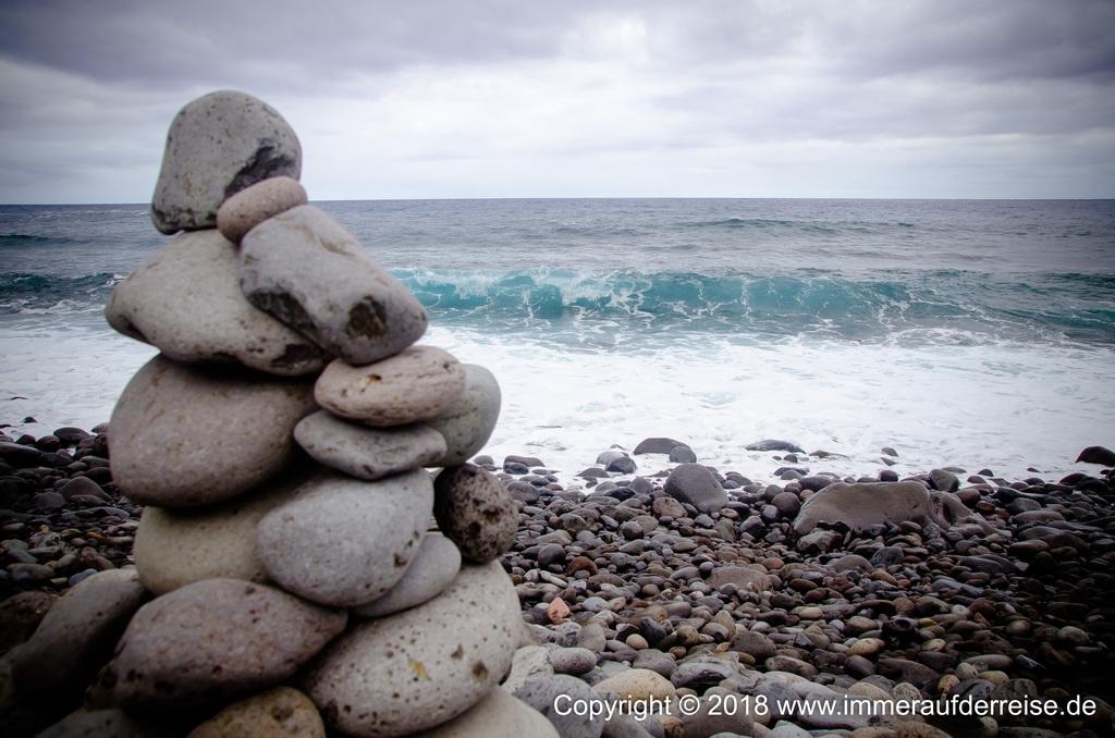 Strand bei den Ruinen Praia de Sao Jorge