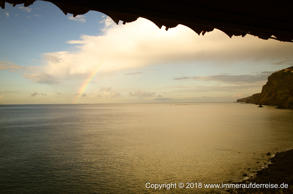 Sonnenaufgang und Regenbogen Faja dos Padres Madeira