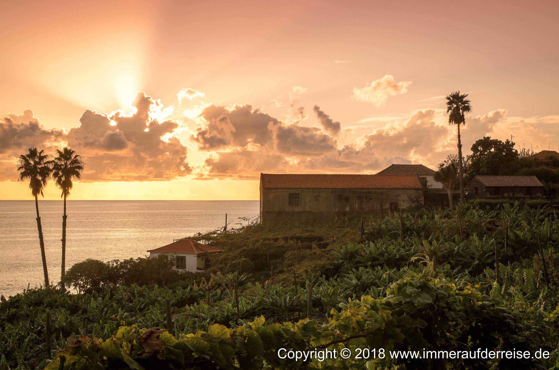 Die alten Häuser und der Atlantik Sonnenuntergang Faja dos Padres